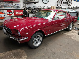 Ford 65 MustangFastback V8 dark red