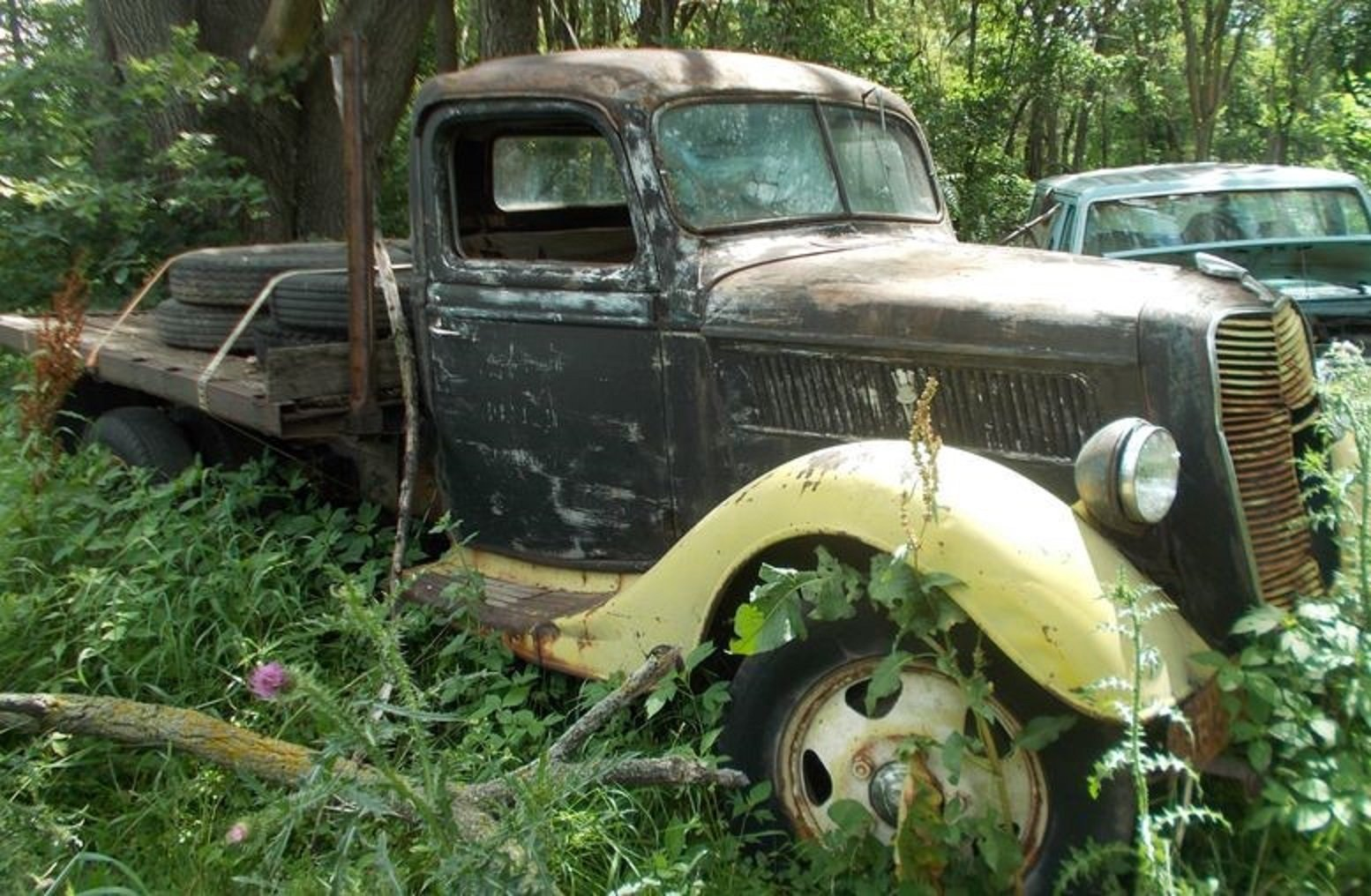 1937 Ford 1 Ton Flat Bed Truck For Sale (picture 1 of 4)