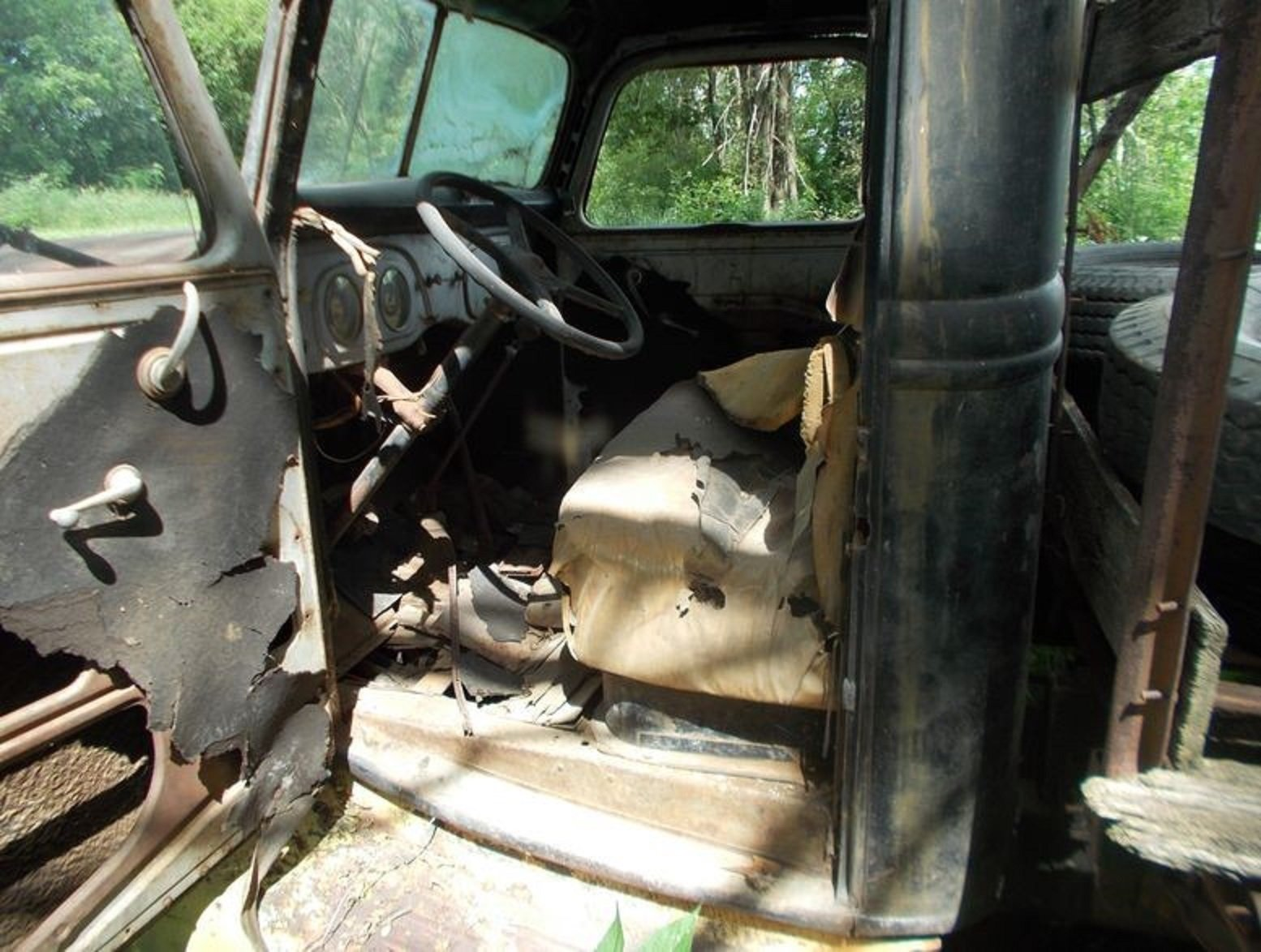1937 Ford 1 Ton Flat Bed Truck For Sale (picture 3 of 4)