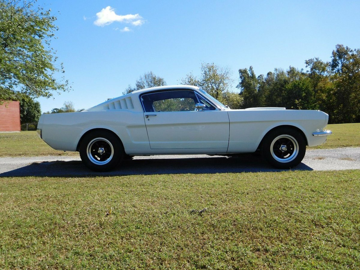1965 Ford Mustang Fastback V8 AOD transmission  For Sale (picture 2 of 6)