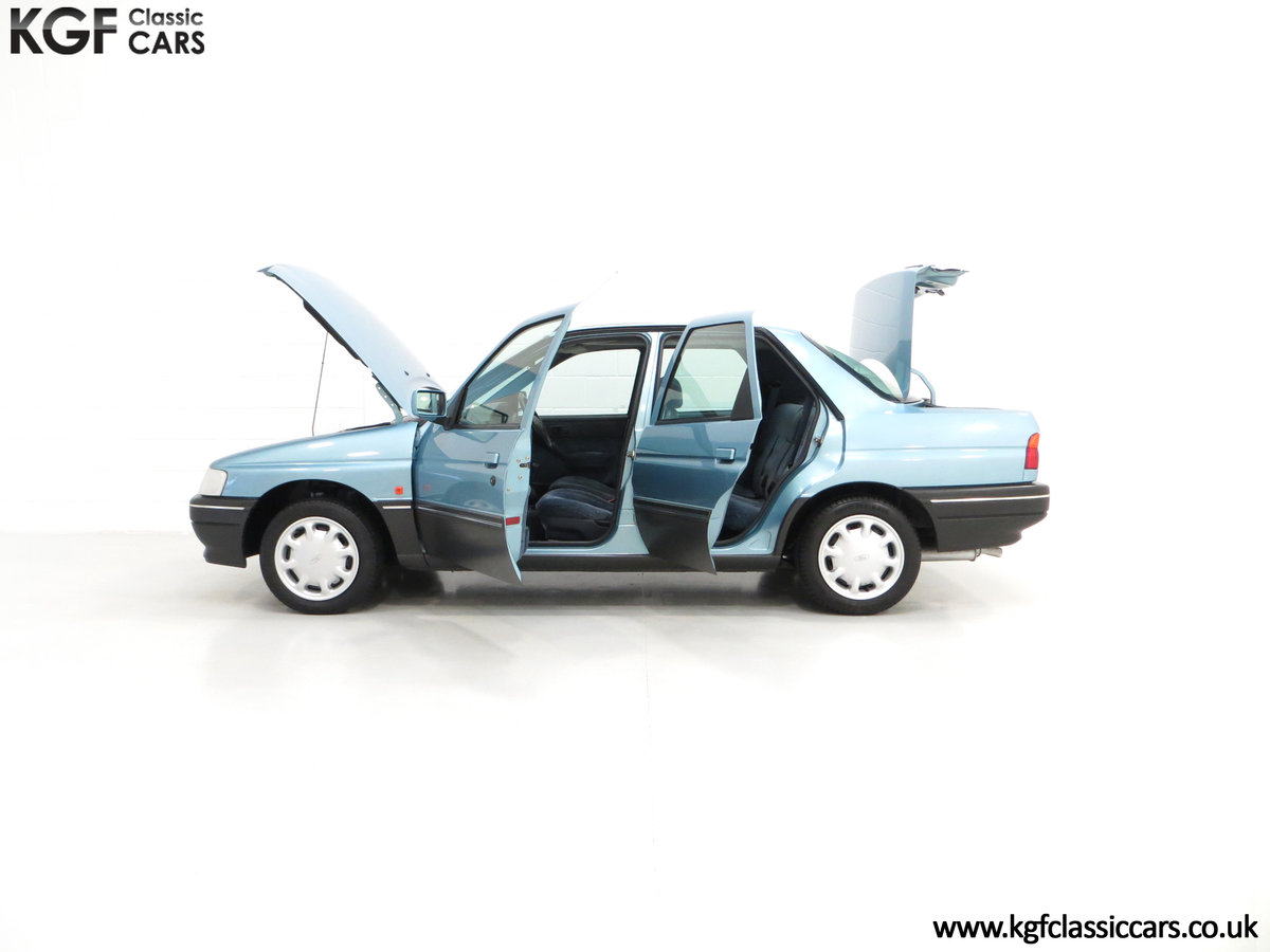 1993 A Rare Ford Orion Equipe 1.8EFi with 22,285 Miles For Sale (picture 3 of 6)