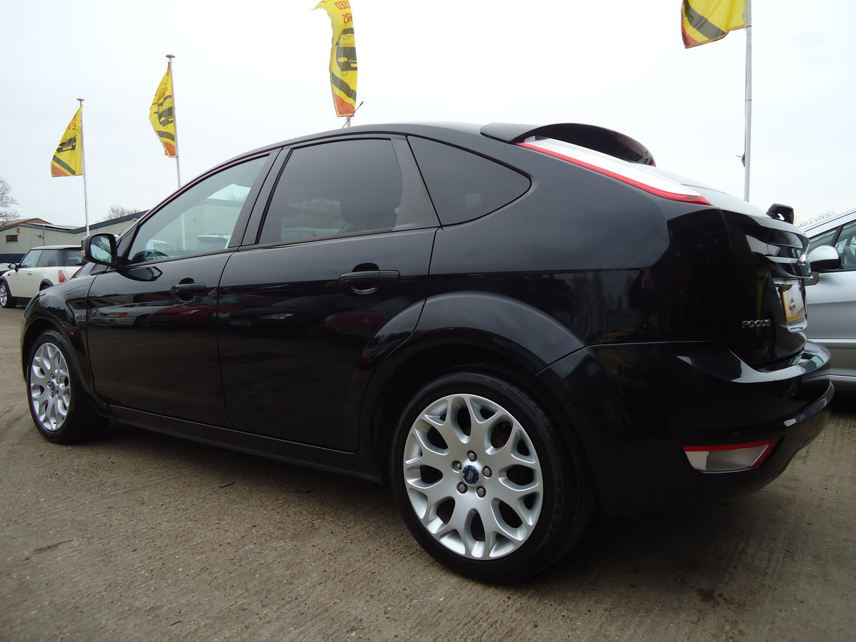 2010 STUNNING PANTHER BLACK FOCUS ZETEC WITH APPEARANCE PACK For Sale (picture 1 of 5)