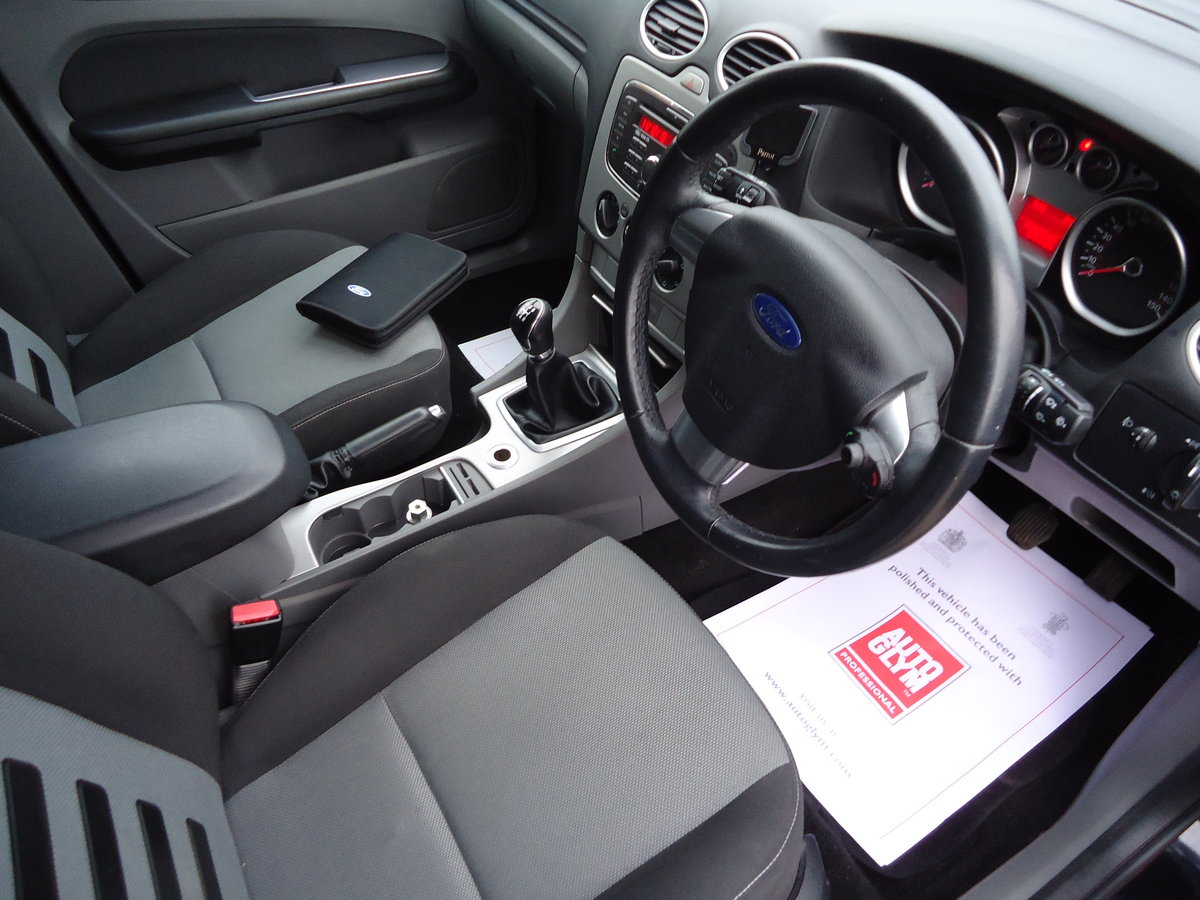 2010 STUNNING PANTHER BLACK FOCUS ZETEC WITH APPEARANCE PACK For Sale (picture 5 of 5)