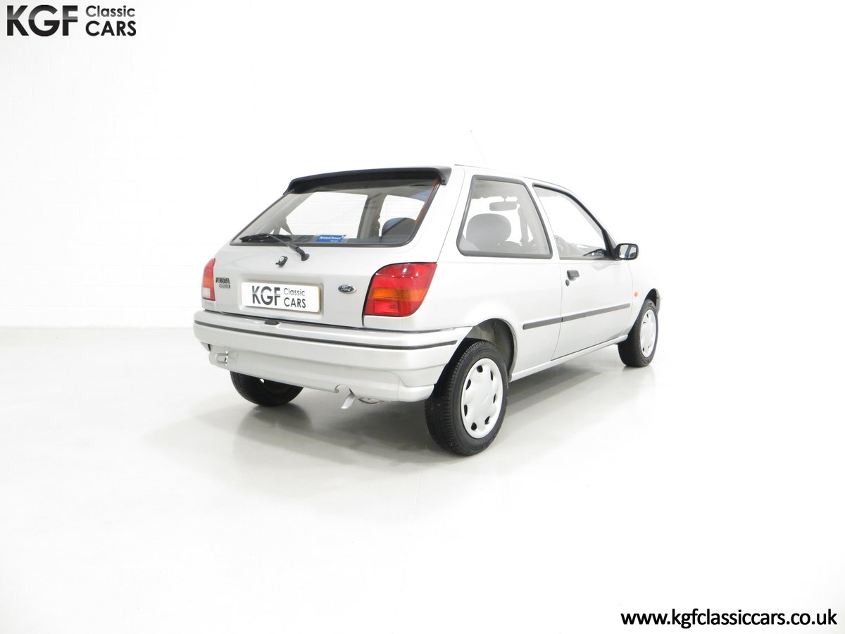 1996 A Ford Fiesta Mk3 Cabaret with 15,210 Miles. For Sale (picture 5 of 6)