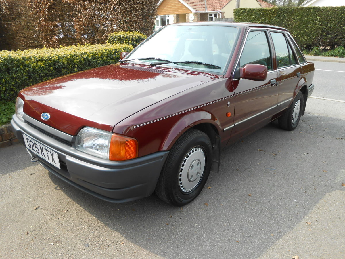 1990 Ford escort 1.6 ghia auto only 27,000 miles For Sale (picture 1 of 6)