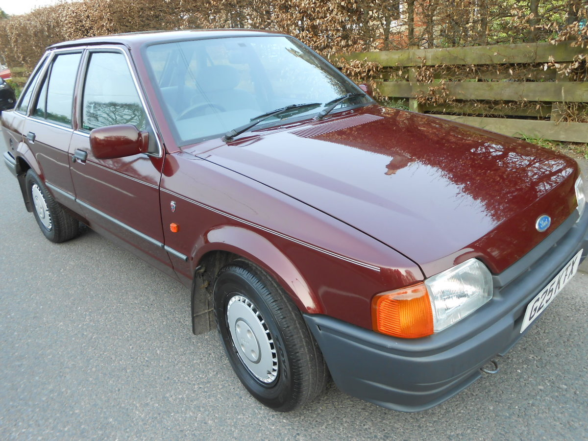 1990 Ford escort 1.6 ghia auto only 27,000 miles For Sale (picture 3 of 6)