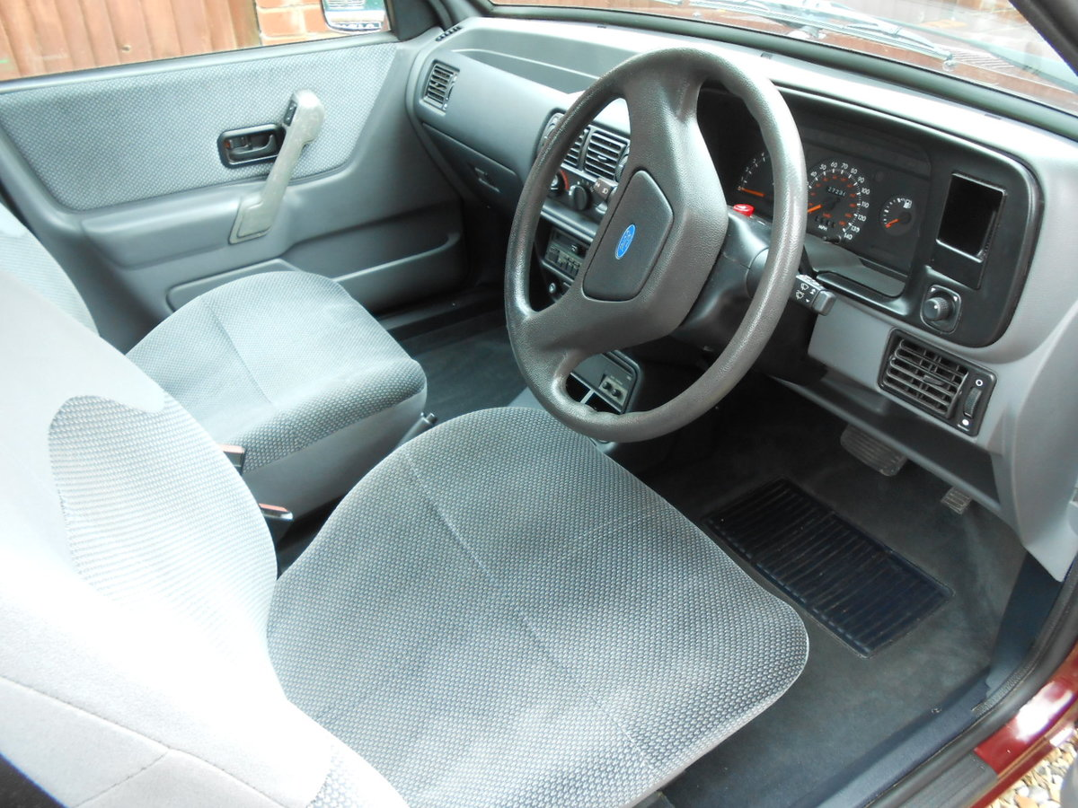 1990 Ford escort 1.6 ghia auto only 27,000 miles For Sale (picture 5 of 6)