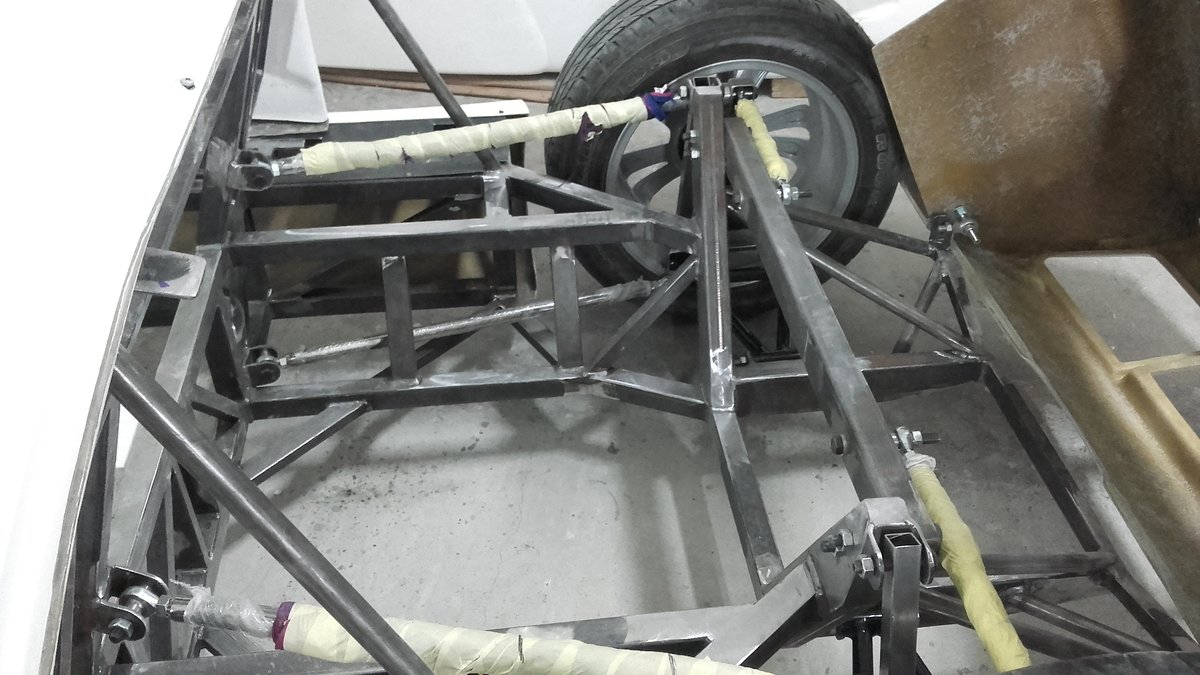 1966 GT 40 replica body rolling chassis standard kit For Sale (picture 4 of 6)
