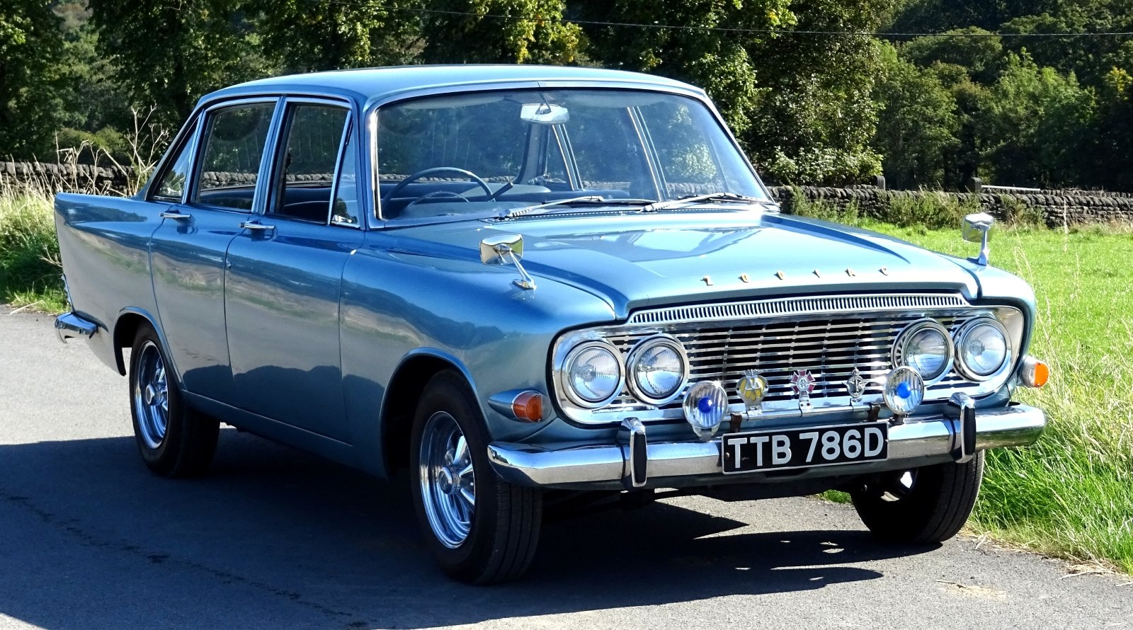 1966 FORD ZODIAC MK3 STUNNING DEEP BLUE PAINT & SPARKLING CHROME For Sale (picture 1 of 6)