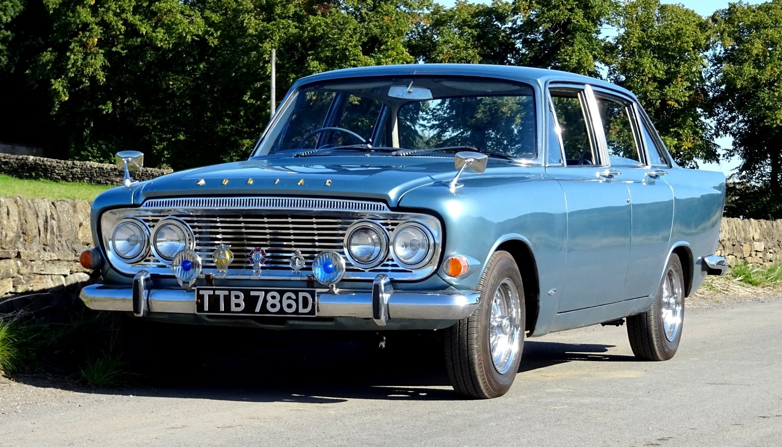 1966 FORD ZODIAC MK3 STUNNING DEEP BLUE PAINT & SPARKLING CHROME For Sale (picture 2 of 6)