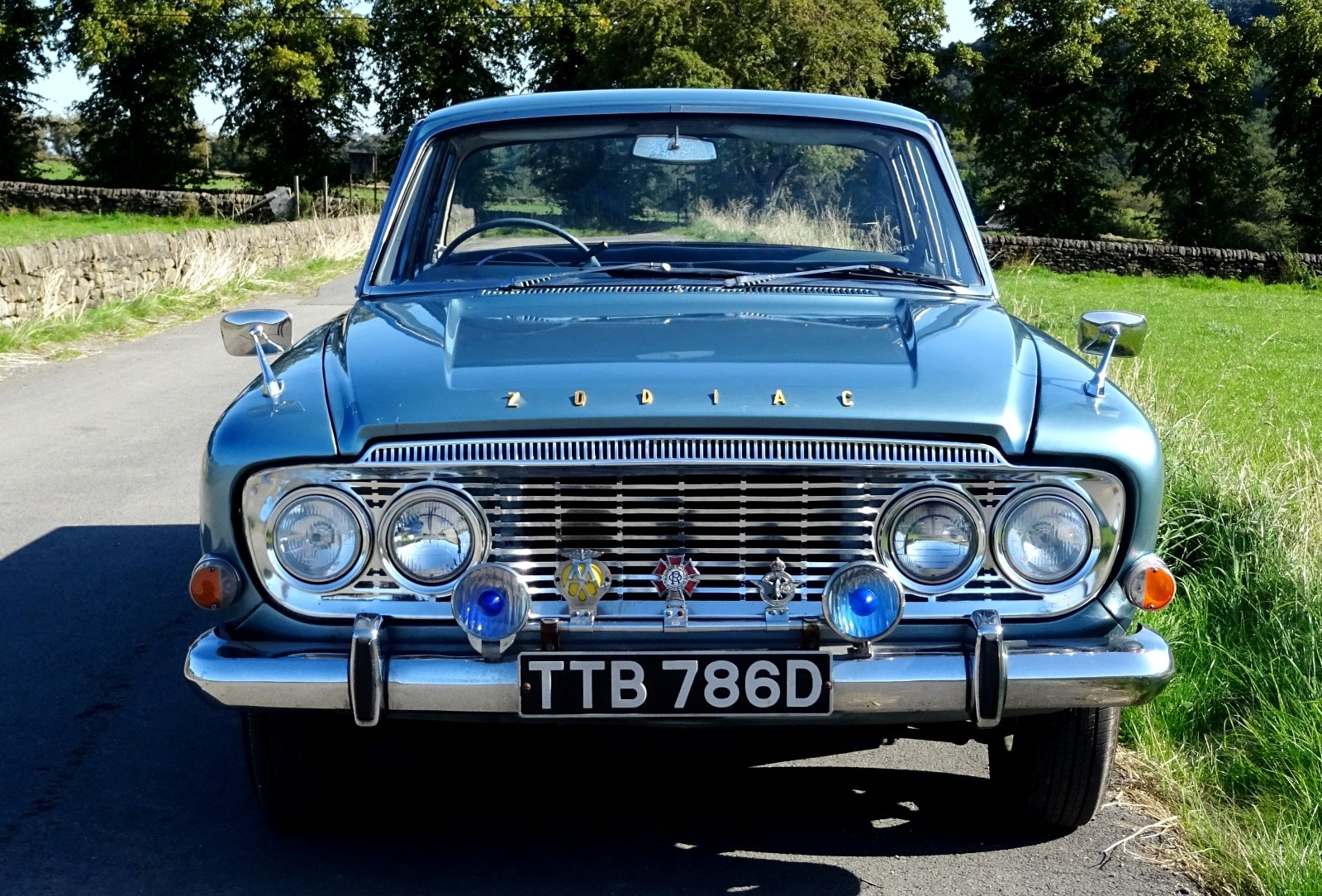 1966 FORD ZODIAC MK3 STUNNING DEEP BLUE PAINT & SPARKLING CHROME For Sale (picture 3 of 6)