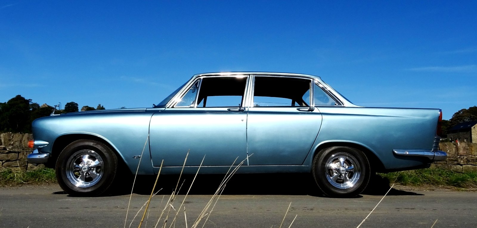 1966 FORD ZODIAC MK3 STUNNING DEEP BLUE PAINT & SPARKLING CHROME For Sale (picture 4 of 6)