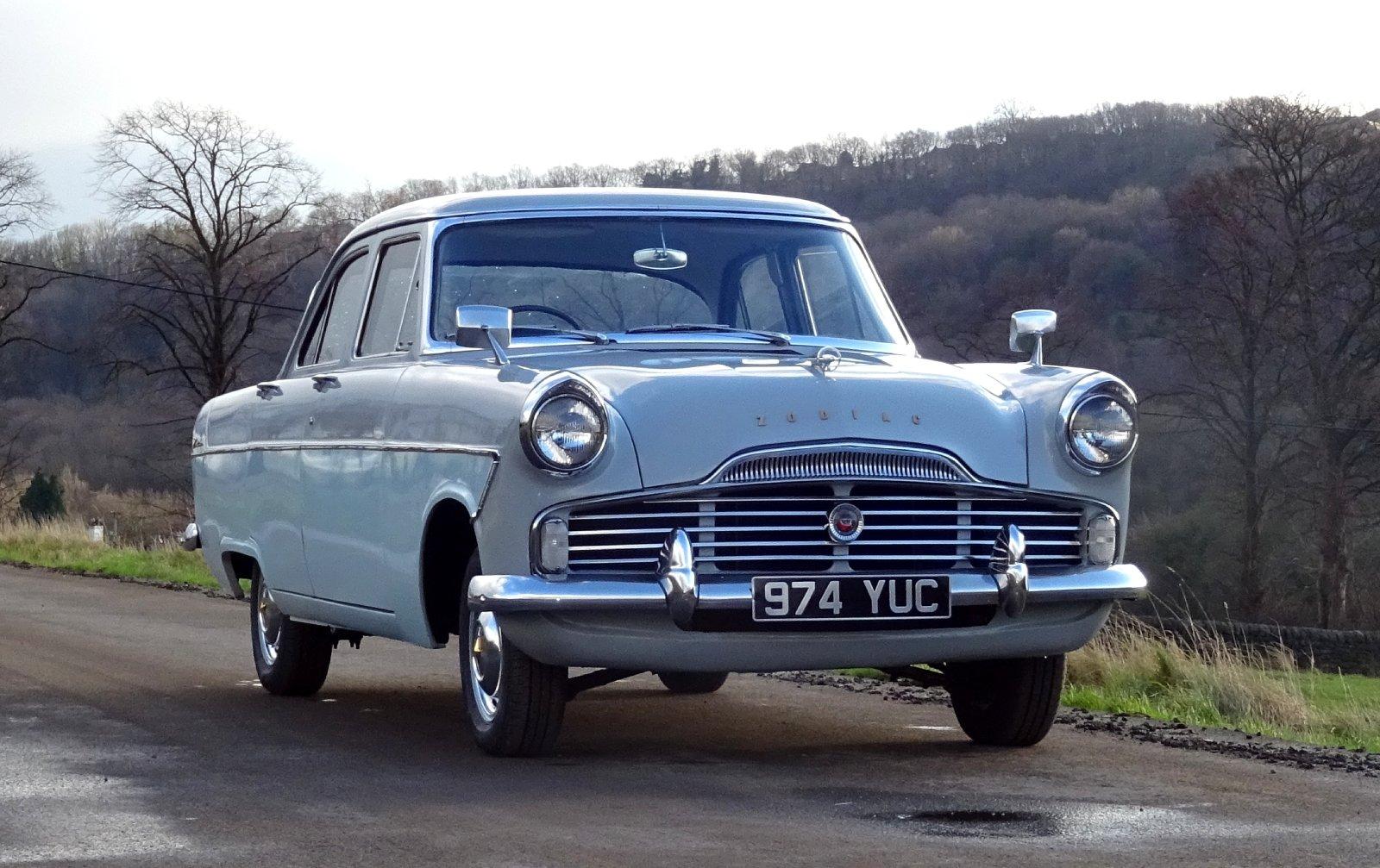 1960 FORD ZODIAC MK2 LOWLINE ORIGINAL TWO TONE COLOUR SCHEME For Sale (picture 1 of 6)