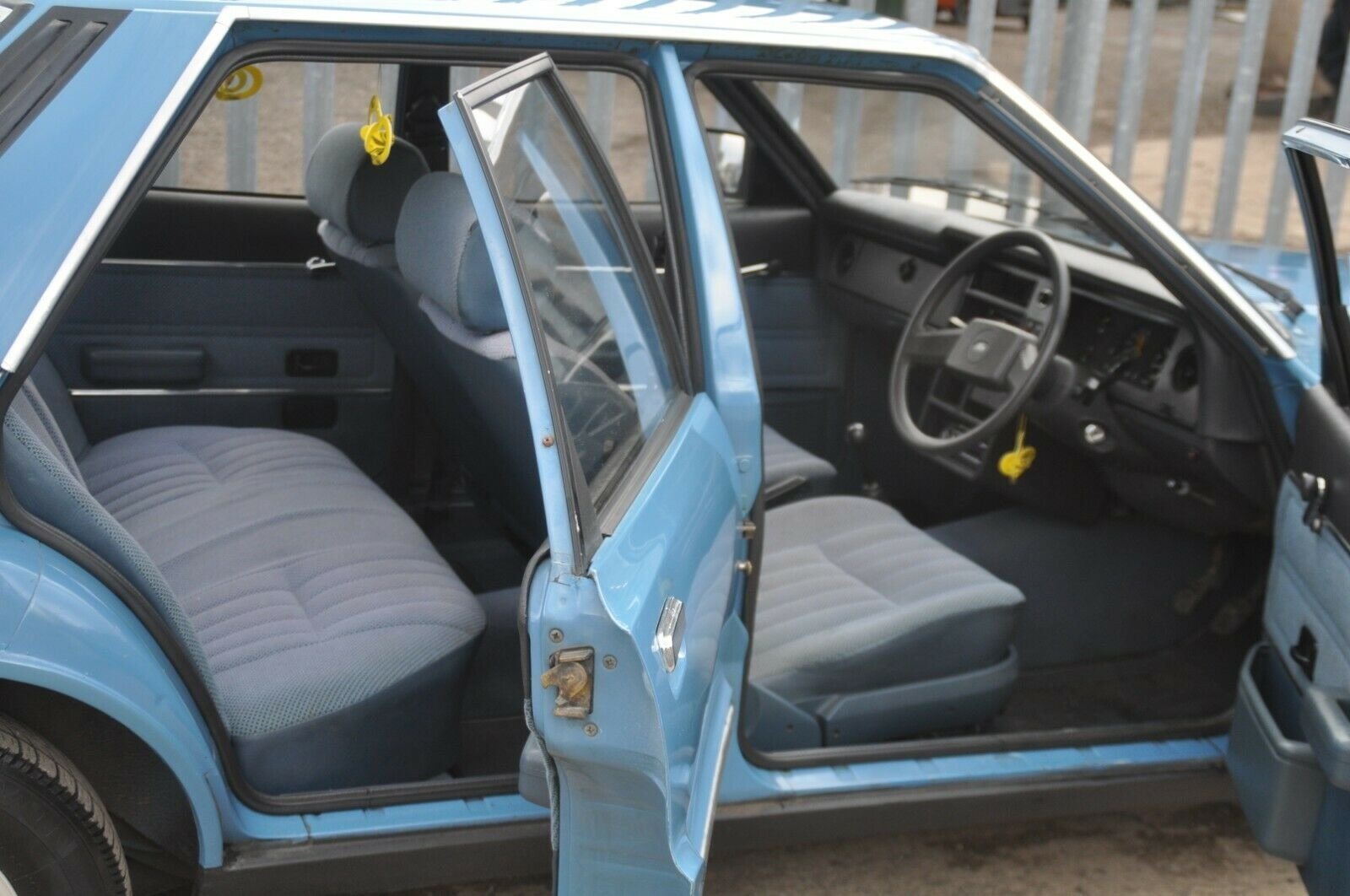1981 FORD CORTINA L MK5 LOW MILES  For Sale (picture 5 of 6)