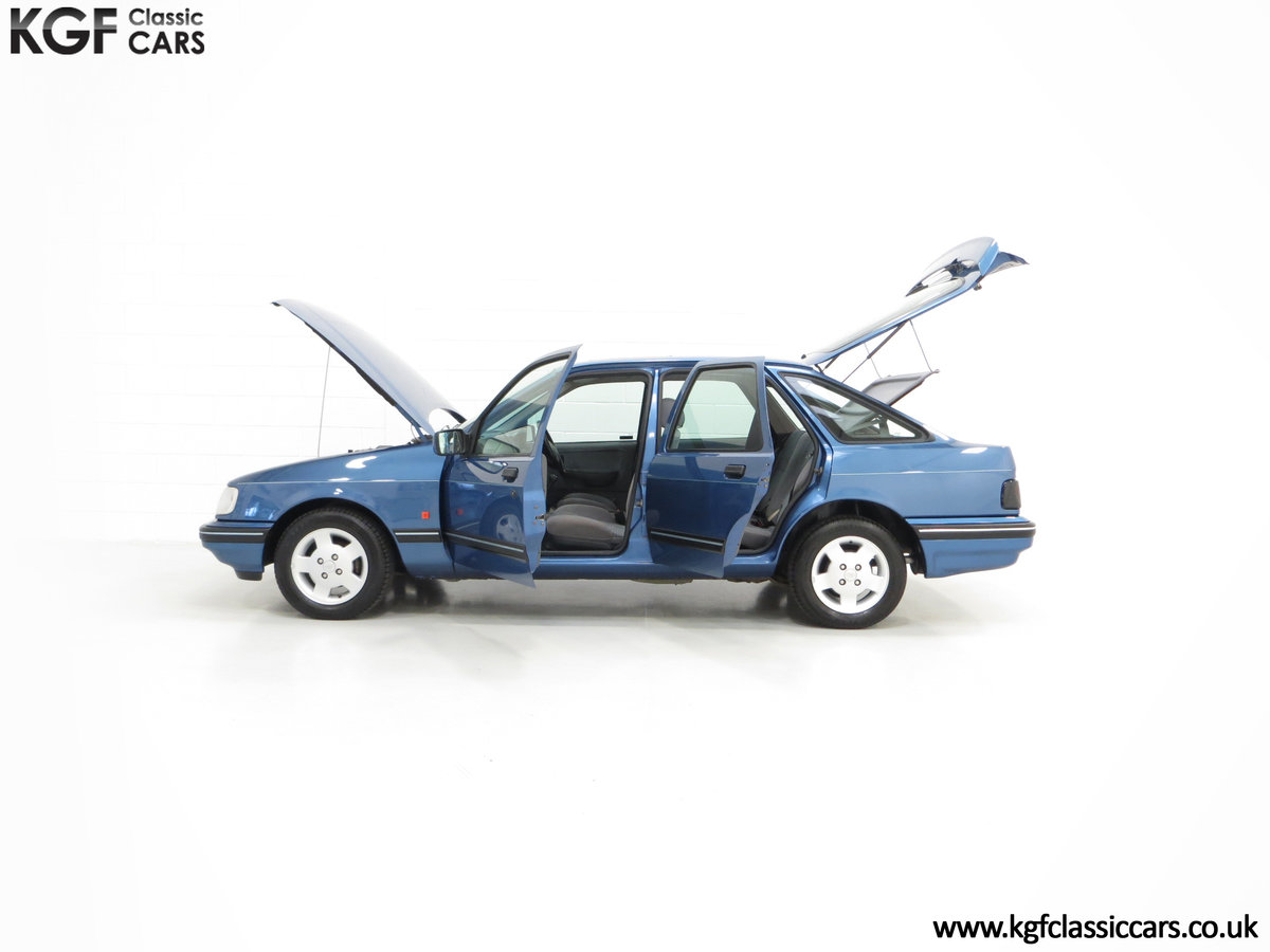 1992 A Final limited-Edition Ford Sierra Azura 1.8 37,479 Miles For Sale (picture 3 of 6)