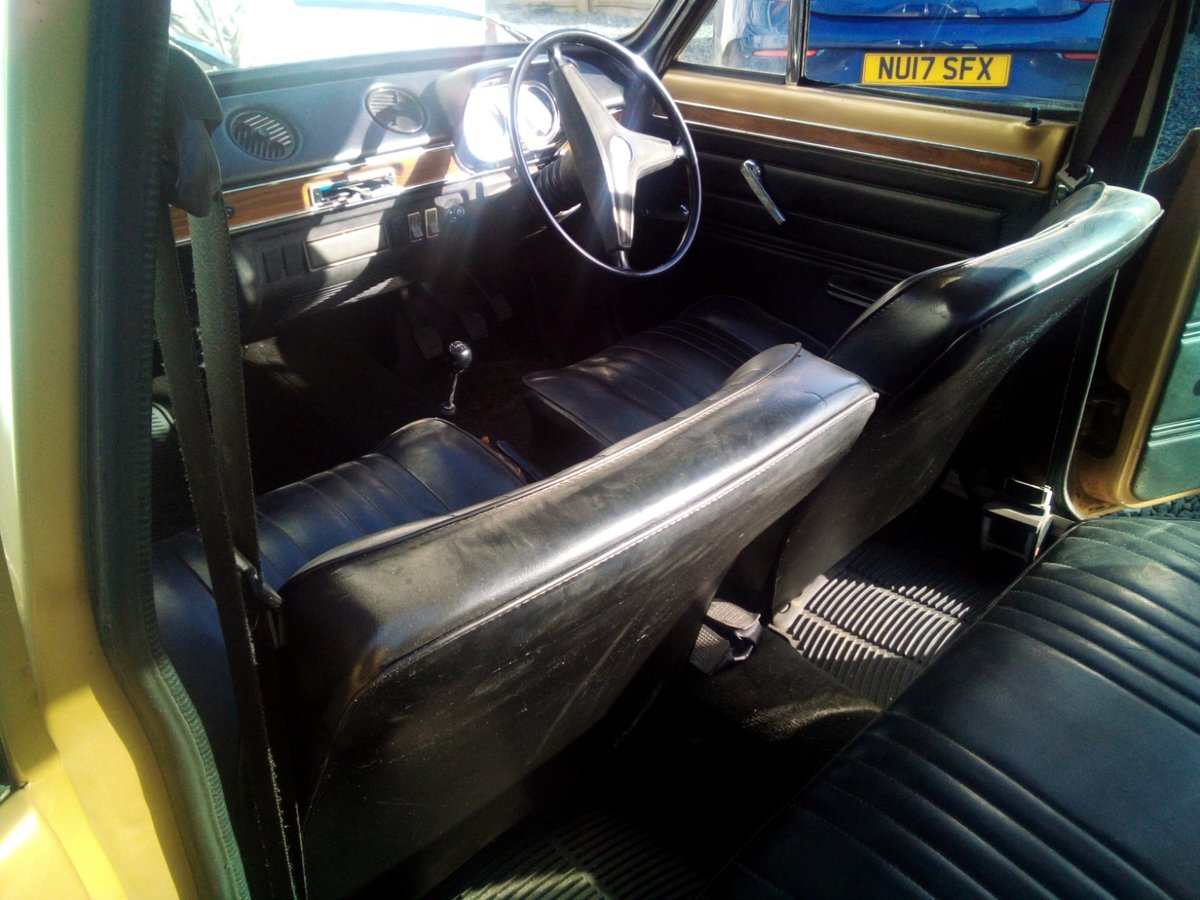1971 Ford Escort Mk1 1.3 XL Gold Vinyl Roof For Sale (picture 2 of 6)
