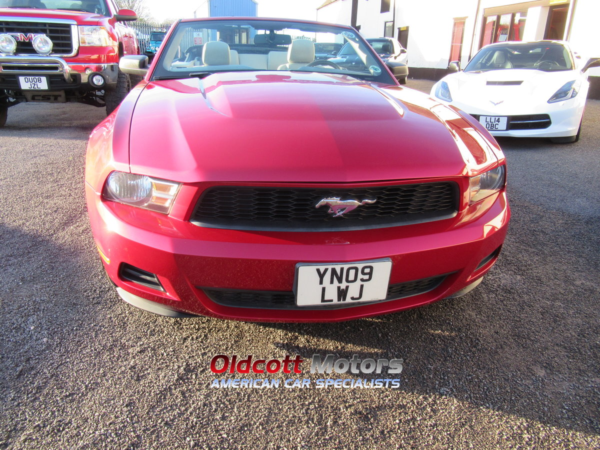 2010 Ford Mustang Convertible auto premium 4.0 litre For Sale (picture 2 of 6)