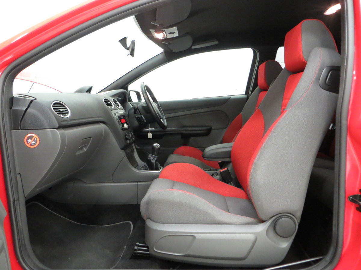 2007 A gleaming Ford Focus ST-2 3dr with 73,134 miles. For Sale (picture 19 of 24)