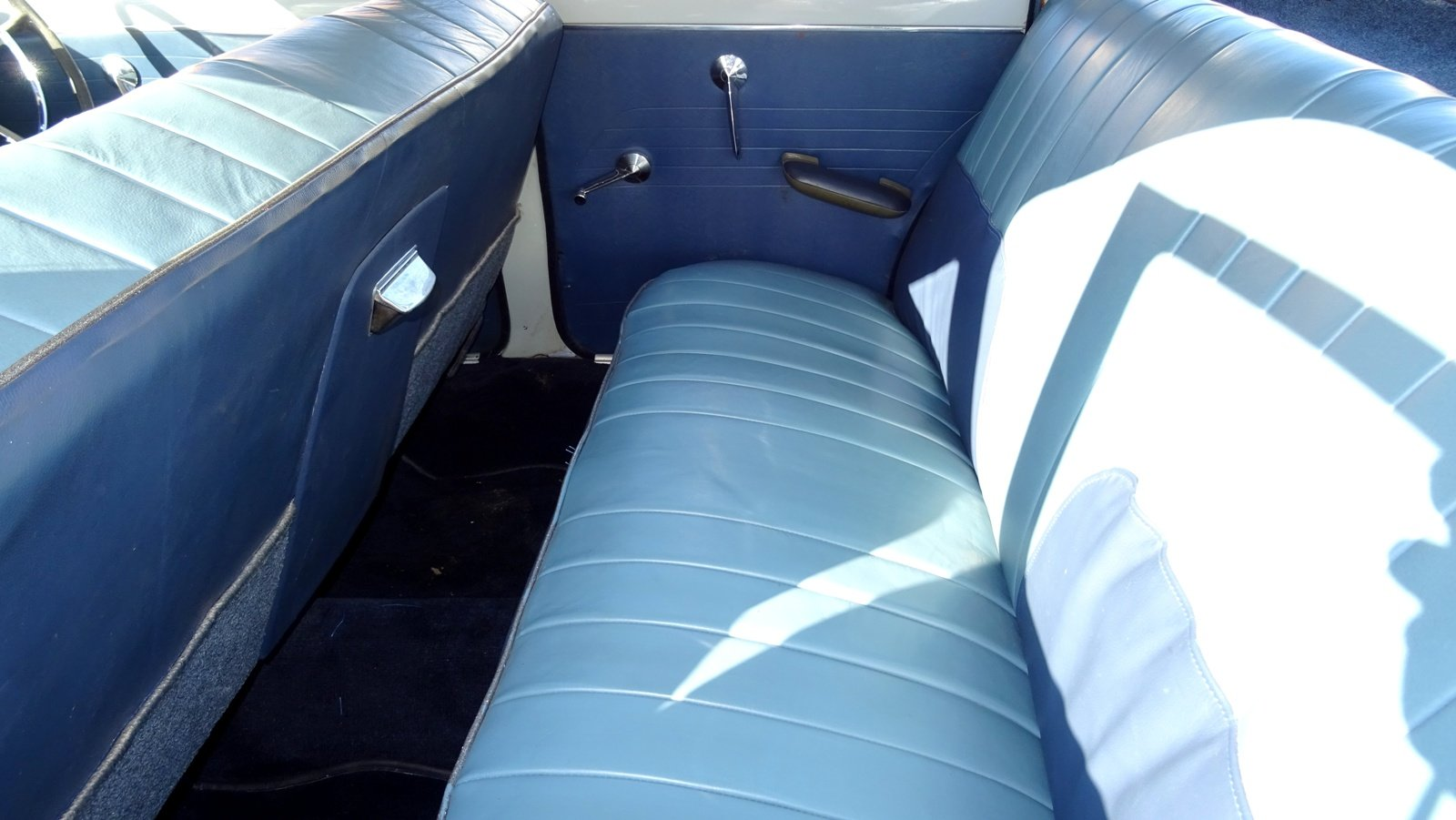 1960 Ford Zodiac MK2 Lowline, Grey over pompadour Blue For Sale (picture 5 of 6)