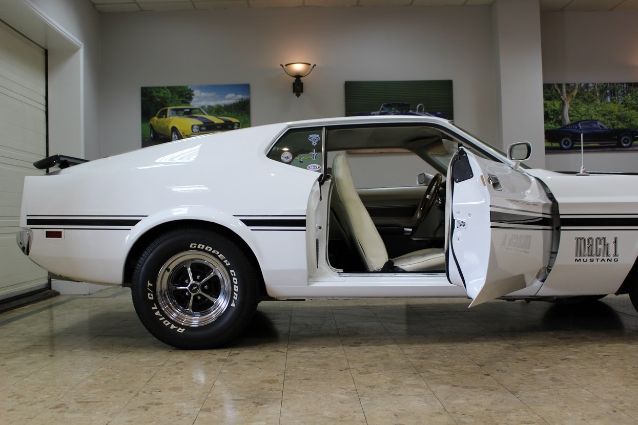 1972 Ford Mustang Mach 1 351 V8 Fastback | Huge Upgrades  SOLD (picture 3 of 10)