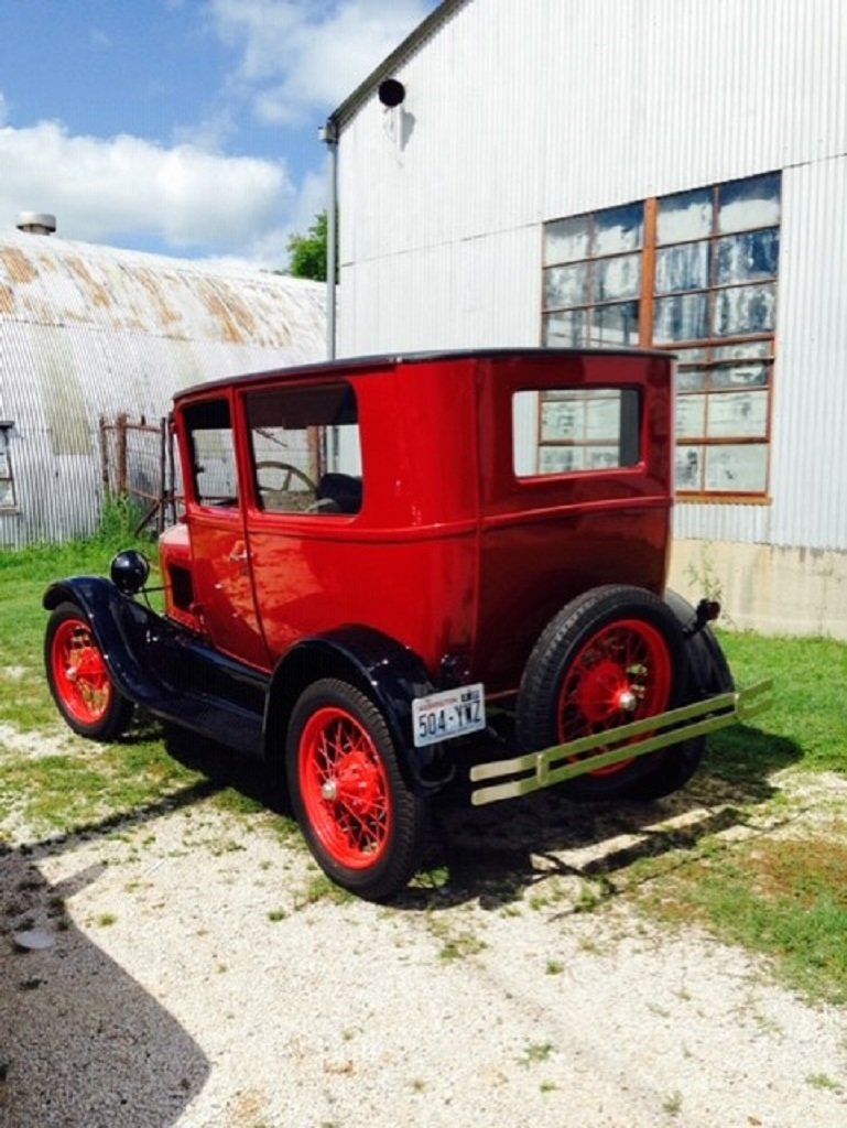 1926 Ford Model T 2DR Sedan For Sale (picture 5 of 6)