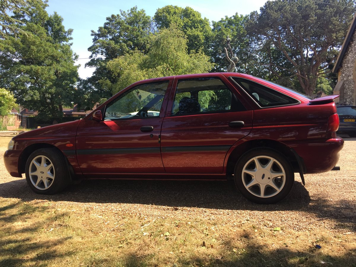 2000 Remarkable Ford Escort 1.6 Finesse 27000miles 1 OW For Sale (picture 2 of 6)