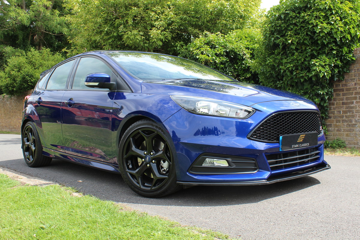 2015 Ford Focus ST2 *DEEP IMPACT METALLIC BLUE* For Sale (picture 1 of 6)