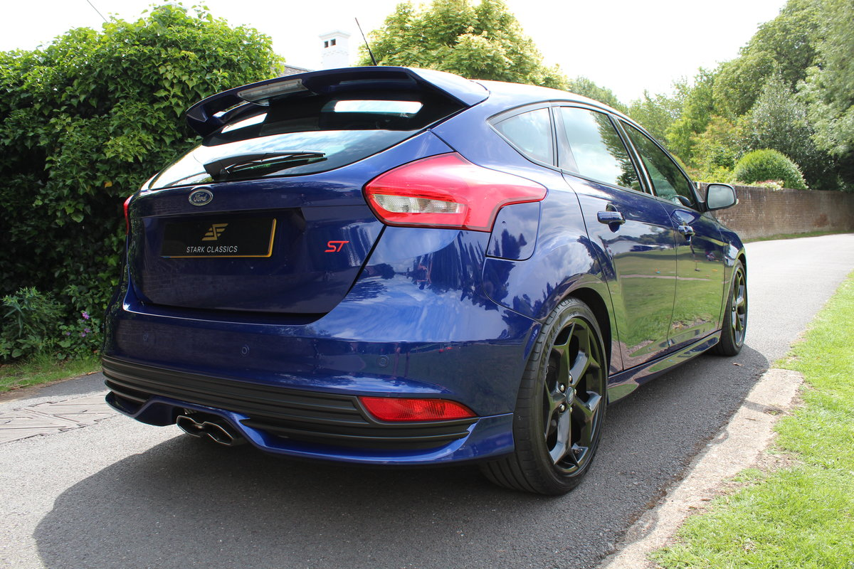 2015 Ford Focus ST2 *DEEP IMPACT METALLIC BLUE* For Sale (picture 2 of 6)