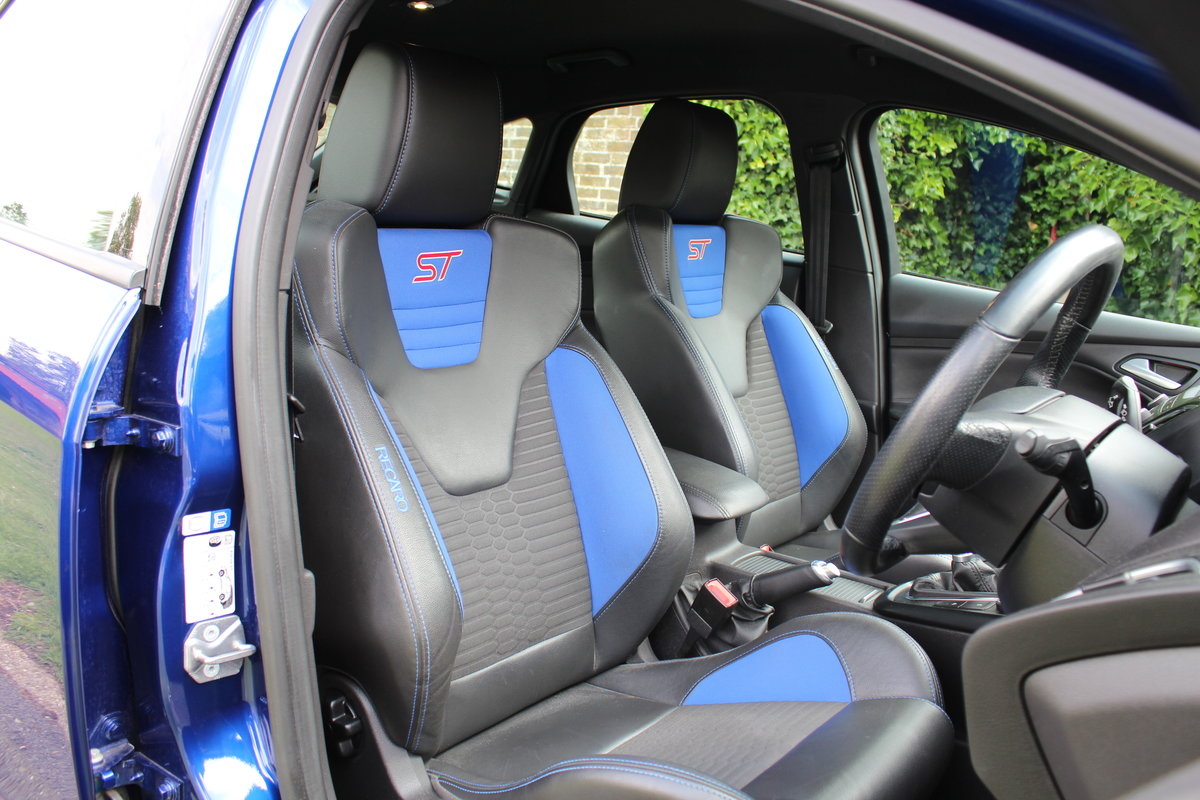 2015 Ford Focus ST2 *DEEP IMPACT METALLIC BLUE* For Sale (picture 5 of 6)
