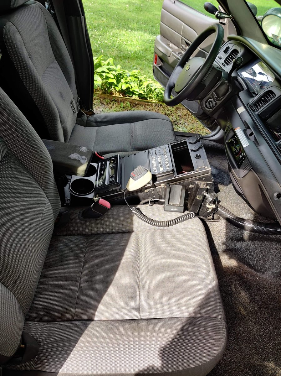 2010 Ford Crown Victoria P7B police car For Sale (picture 2 of 6)