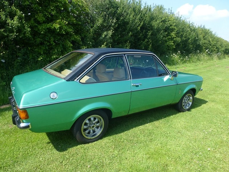 1977 Ford escort mk2 1300 ghia 2 door saloon For Sale (picture 1 of 6)