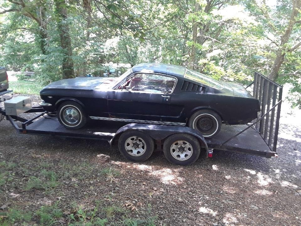 1965 Mustang Fastback project V8 manual transmission  For Sale (picture 2 of 10)