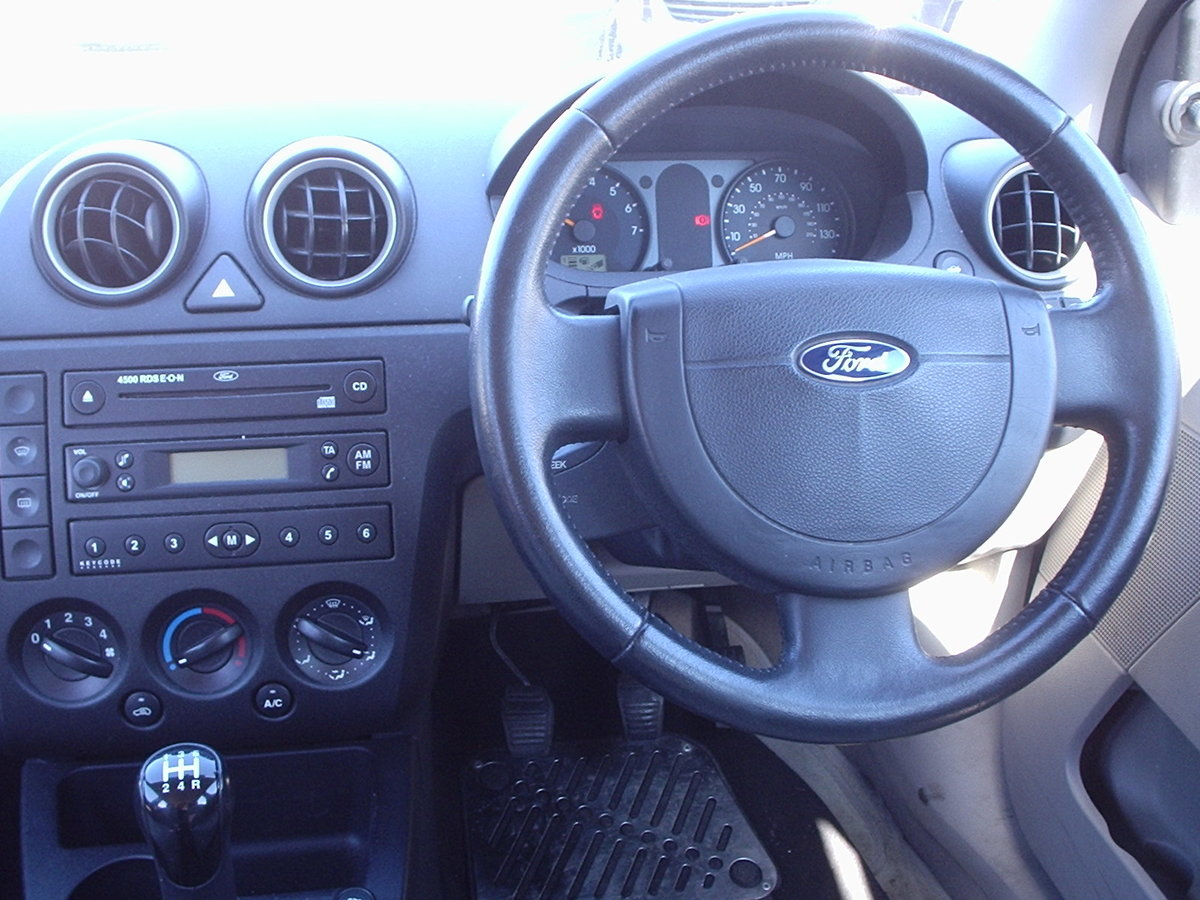 2002 FORD FIESTA 1.6 GHIA LOW MILEAGE SOLD (picture 2 of 6)