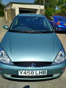 2001 Ford Focus 1.6 Ghia. only 19000 miles from new.