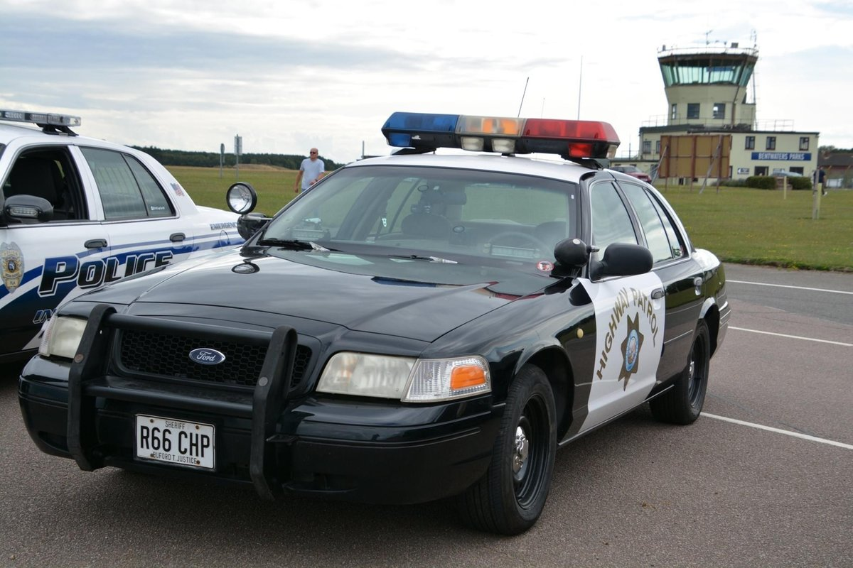 2000 Ford Crown Victoria P71 POLICE INTERCEPTOR For Sale (picture 1 of 6)