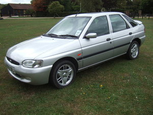 Picture of 2000(W) Ford Escort Finesse 1.6 16V Zetec 5-door For Sale