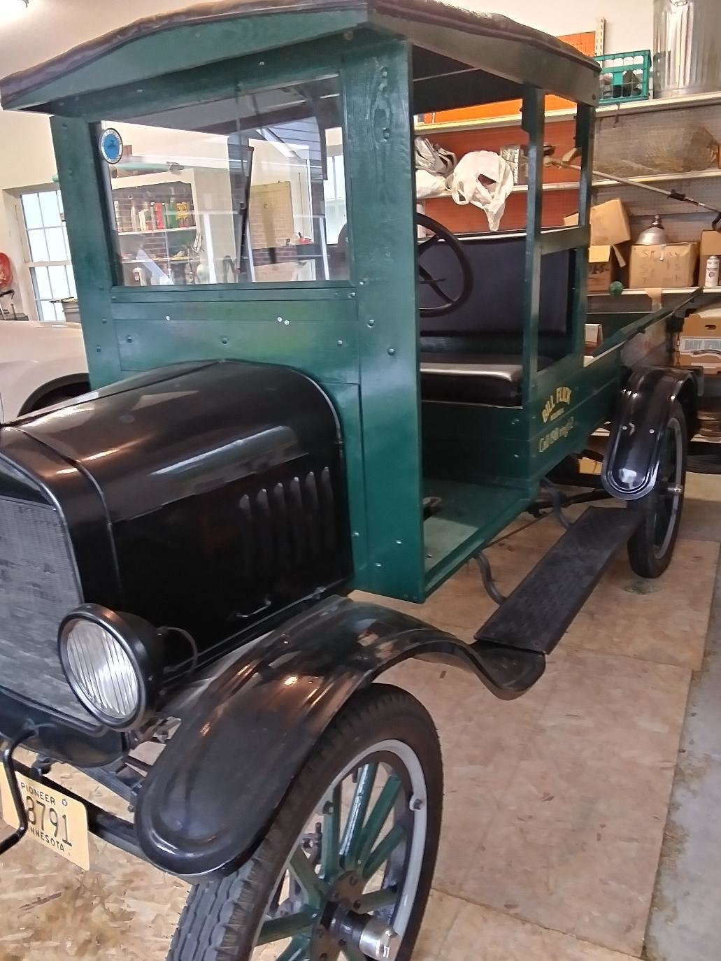 1924 Ford Model T Truck-completely restored For Sale (picture 3 of 6)