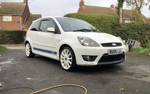 Frozen White Ford Fiesta ST150
