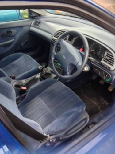Mk1 Ford Mondeo 1993 for recommisoning or touring car shell. For Sale (picture 2 of 6)