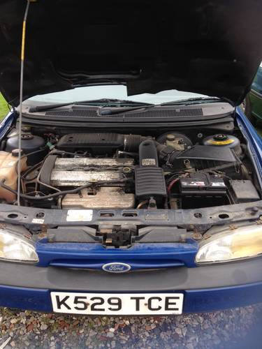 Mk1 Ford Mondeo 1993 for recommisoning or touring car shell. For Sale (picture 4 of 6)