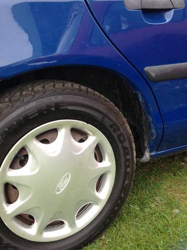 Mk1 Ford Mondeo 1993 for recommisoning or touring car shell. For Sale (picture 5 of 6)