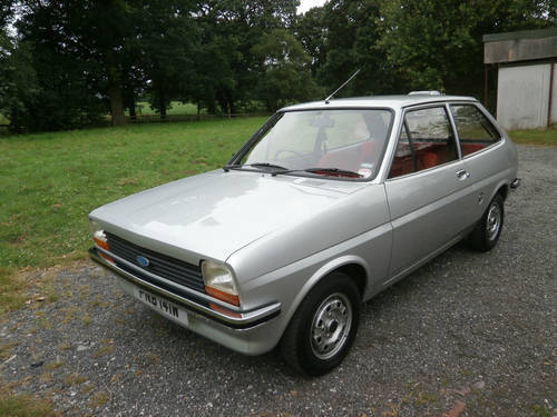 1981 FORD FIESTA 1.1 L MK1 SILVER/RED JUST 29K * STUNNING * SOLD (picture 1 of 6)
