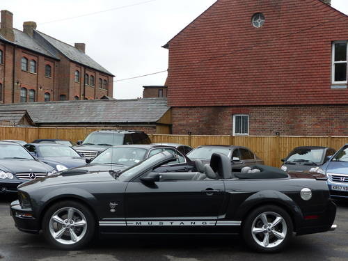 2009 FORD MUSTANG 4.0 V6 AUTOMATIC CONVERTIBLE - LHD + GT500 SPEC SOLD (picture 2 of 6)