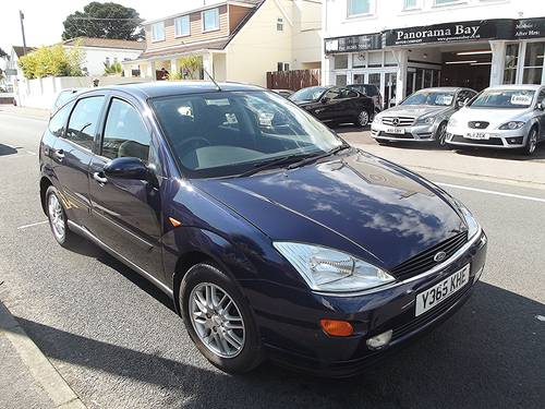 2001 FORD FOCUS 2.0i GHIA 5 DOOR MANUAL PETROL HATCHBACK SOLD (picture 1 of 3)