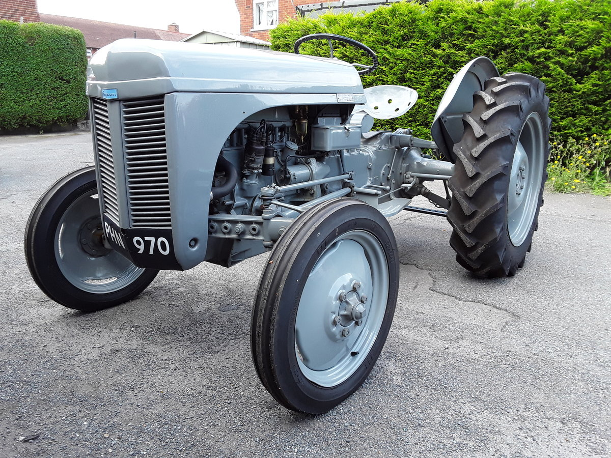 1952 Ferguson Tractor SOLD (picture 1 of 6)