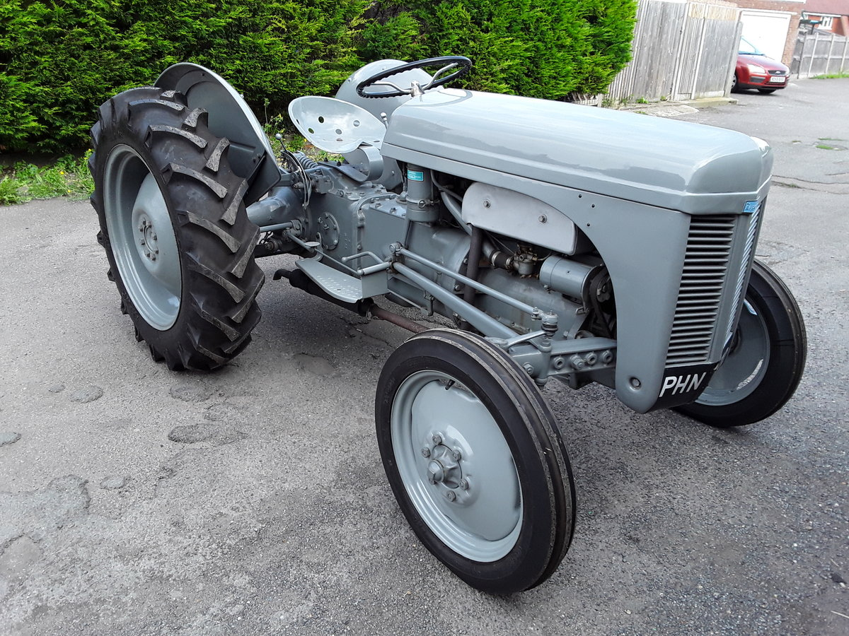1952 Ferguson Tractor SOLD (picture 2 of 6)