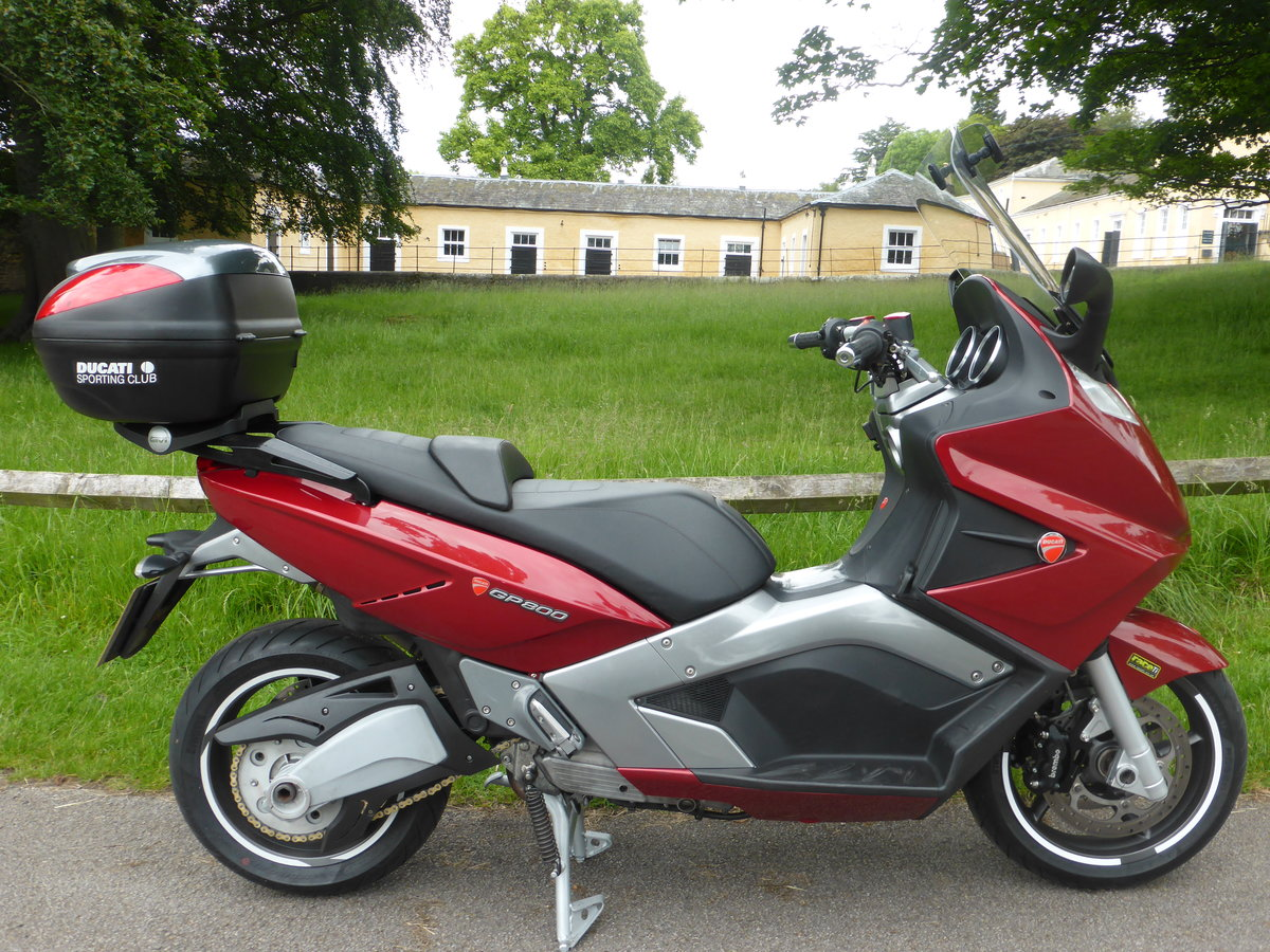 2008 GP800 Maxi-Scooter - Huge spec of new parts SOLD (picture 1 of 6)