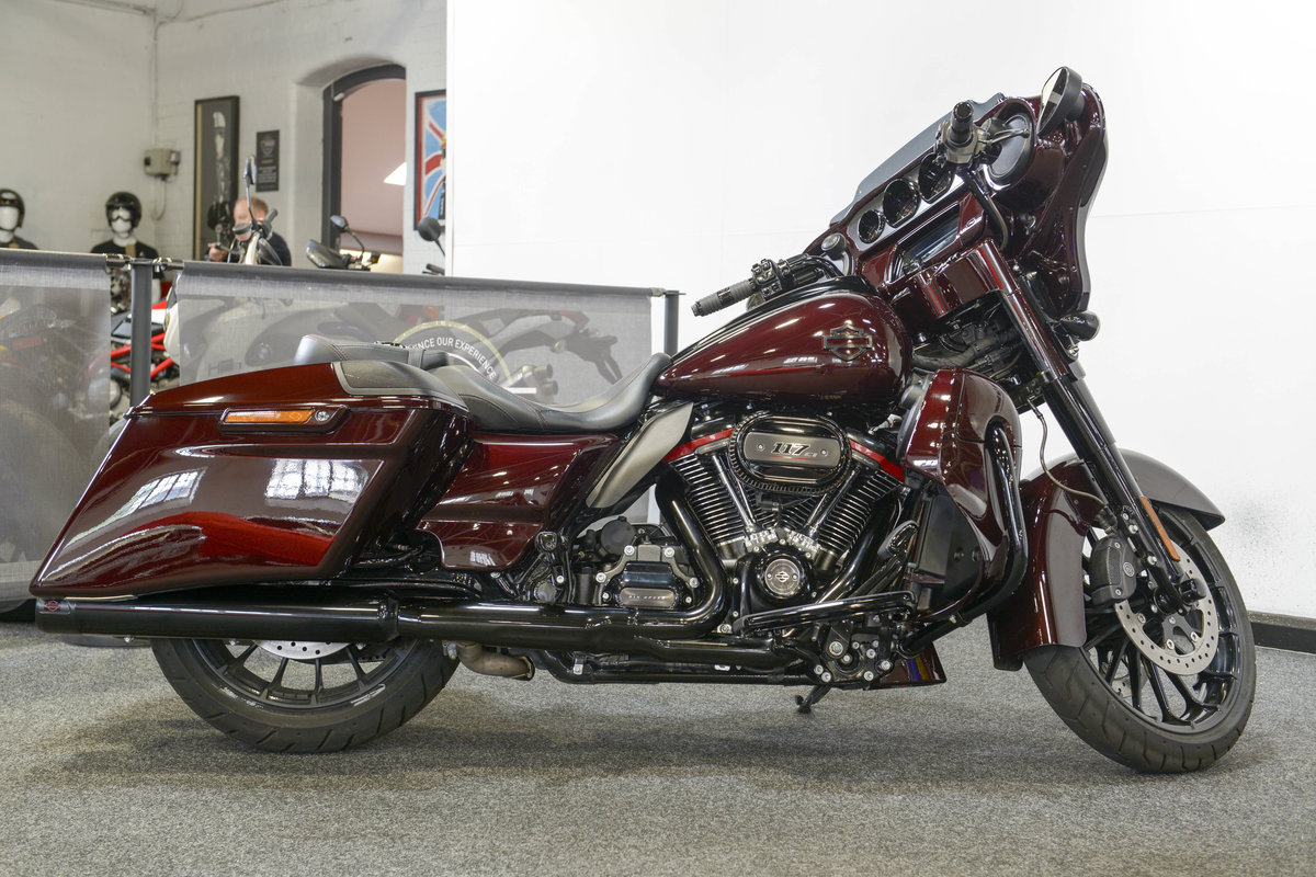 2018 Harley Davidson CVO FLHXSE Street Glide only 460 miles For Sale (picture 1 of 6)