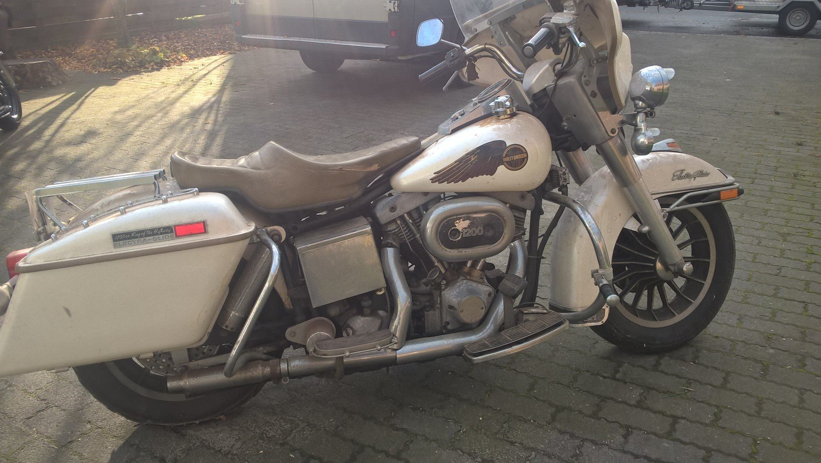 Barnfind FLH electra glide 1977 SOLD (picture 1 of 6)