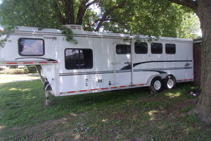 2003 Merhow 4-Horse Trailer w/Living Quarters